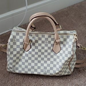 White checkered print bag